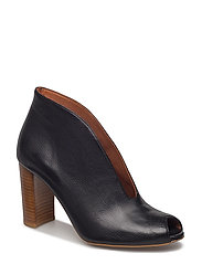 SHOES - BLACK BUFFALO/LIGHT HEEL 802 R