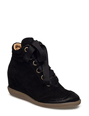 SHOES - BLACK SUEDE/PERFORATED 500