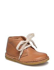 Shoe with laces - COGNAC
