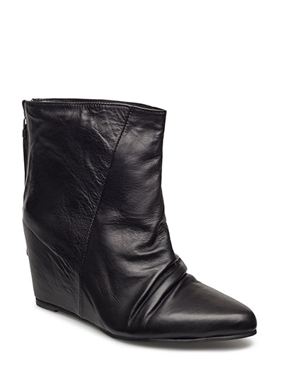 Robby Wedges