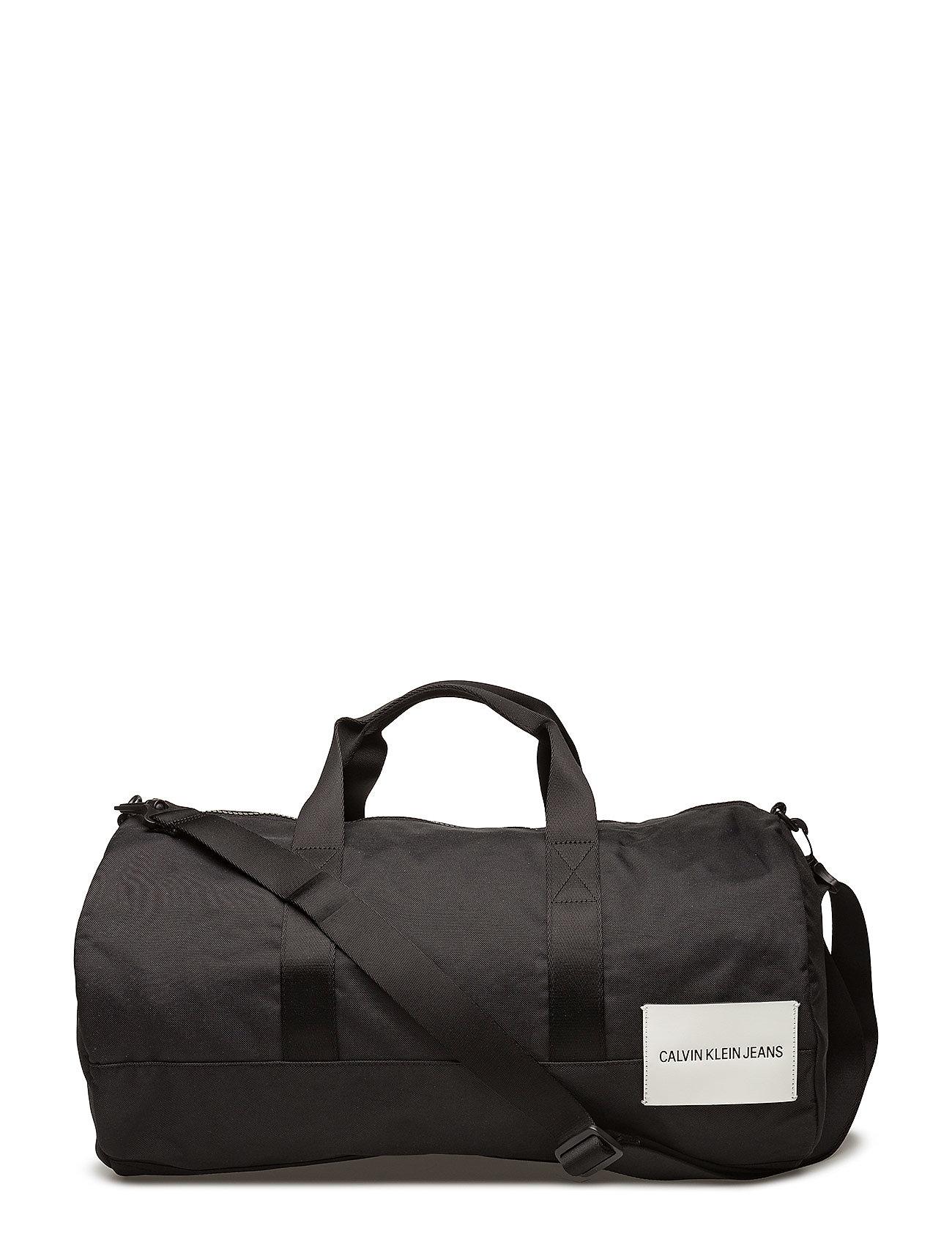sport essential duffle 53 black 900 kr calvin klein. Black Bedroom Furniture Sets. Home Design Ideas
