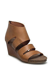 SANDAL - CAMEL WEST 135