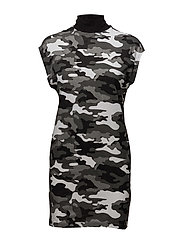 Cap dress After camo - BLACK