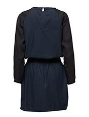 Dress w. chiffon sleeve