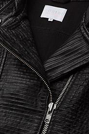 ... Leather jacket w. mesh ...