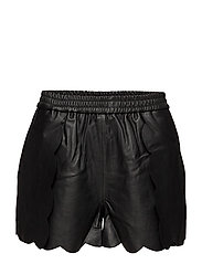 Erin Scallop Shorts LB - BLACK