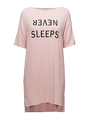 DKNY NEVER SLEEPS SLEEPSHIRT 3/4 SLEEVE - POWDER LOGO