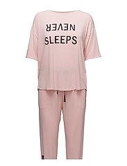 DKNY NEVER SLEEPS TOP & JOGGER SET - POWDER LOGO