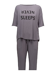 DKNY NEVER SLEEPS TOP & JOGGER SET - SHADOW