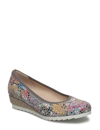 Wedge Court Shoe