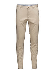O1. SLIM TAILORED SATIN SLACKS - DRY SAND