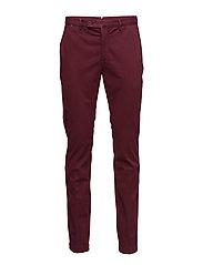 KENSINGTON SLIM CHINO - OXBLOOD