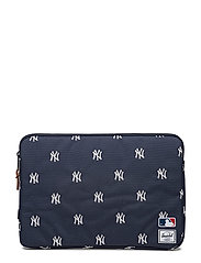 Anchor Sleeve - 13 inch MacBook - NAVY/WHITE YANKEES