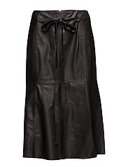 Lacole Skirt HW - BLACK