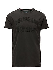 Washed tee w. application S/S - BLACK