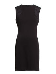 Quilted shoulders dress - Black