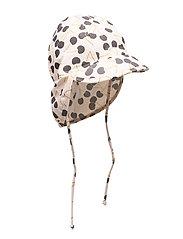 Gustas, B Hat