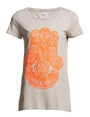 TEE WITH FATIMAS HAND ARTWORK - CoralNeon