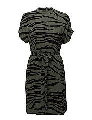 Kimberly ss dress aop 6616 - VERT ZEBRE