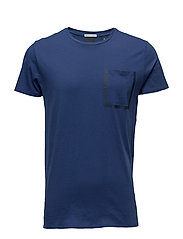 Tee with glued seams and contrast tape at chestpocket - DENIM BLUE