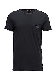 Garment dyetee in cotton slub quality with flat lock detail - WASHED BLACK