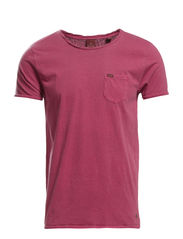 Classic crewneck tee with chestpocket - 34 cranberry
