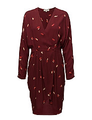 SFKALEO LS WRAP DRESS EX - SYRAH