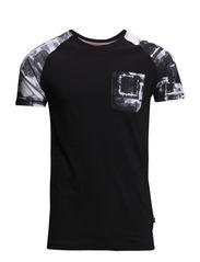 Printed raglan sleeve tee - BLACK