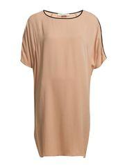 oversize t-shirt - Nude w. Black