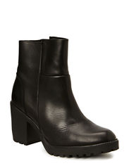 Boot w. chunky heel - Black