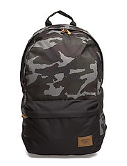 22L BACKPACK WITH PATCH - GREEN CAMO