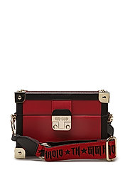 GIGI HADID  BOX CLUTCH TRUNK - RED