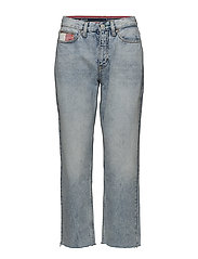 TJW 90s MOM JEAN - LIGHT BLUE DENIM