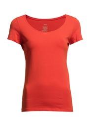 t-shirt - scarlet